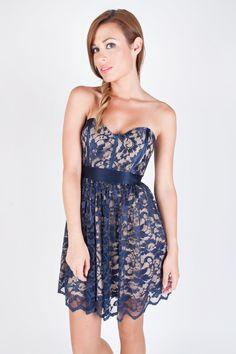 Vestido escote corazón con encaje deElise Ryan azul marino