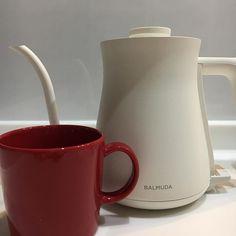 bf1f853c425 2016/11/27 21:45:49 ex1027aki 2016/11/27* 今日お家にお迎えしたもの😊 期間限定の赤のiittala  Teema mug そして、BALMUDA The Pot 困った…物欲が…