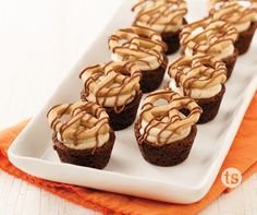Mini Peanut Butter Smore Cups Recipe │These mini smore cups are filled with the delicious flavors of chocolate and peanut butter.