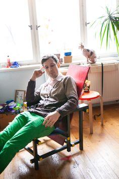 ArtBanana náhlíží do ateliérů: Matěj Olmer Online Galerie, Desk, Contemporary, Furniture, Home Decor, Atelier, Desktop, Decoration Home, Room Decor