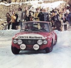 Sandro Munari and Mario Mannucci sliding their Lancia Fulvia Coupé HF in the mountains of Monte-Carlo, Vintage Racing, Vintage Cars, Sport Cars, Race Cars, Sandro, Alfa Romeo Gtv 2000, Alfa Cars, Monte Carlo Rally, Good Looking Cars