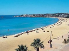 Altinkum in the Bodrum region is always a popular area. Most Beautiful Beaches, Beautiful Places, Turkey Holidays, Hotels, Fantasy Island, Seaside Resort, Travel Reviews, Holiday Destinations, Vacation Trips
