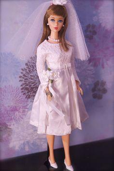 Mod Era Barbie - Twist n Turn Barbie - Brownette