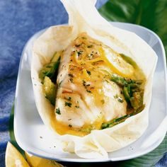 Nutritious Snack Tips For Equally Young Ones And Adults Cod Back With Asparagus - Christine Vouillon - Dos De Cabillaud Aux Asperges Discover The Recipe Back Of Cod With Asparagus On Cuisineactuelle. Diet Salad Recipes, Fish Recipes, Meat Recipes, Seafood Recipes, Healthy Dinner Recipes, Cooking Recipes, Sauce Recipes, Healthy Eating Tips, Fish And Seafood