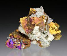 Chalcoprite with Quartz, Pyrite, Calcite      Eriko Shinyama onto Mineral