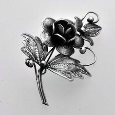 Broşă din argint lucrată cu patină, manual cu minuţiozitate în filigran. O floare elegantă ce poate fi purtată în ocazii speciale. Lotus Flower, Tattoos, Flowers, Tatuajes, Florals, Japanese Tattoos, Tattoo, Tattoo Illustration, A Tattoo