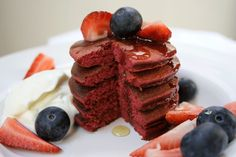 Easy gluten-free breakfast flapjacks with no added sugar that can be made within minutes. The beets add an earthy aftertaste and a very pretty, pink colour. Flapjack Recipe, Gluten Free Breakfasts, Non Stick Pan, Beetroot, Beets, Blueberry, Strawberry, Vegetarian, Baking
