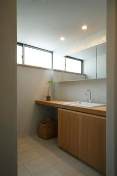 House in Kunimidai Laundry Room Design, Laundry In Bathroom, Washroom, Pallet Garden Furniture, Simple Interior, Bedroom Loft, Japanese House, Interior Design Living Room, House Styles