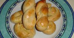 Υλικά 1/2 βιτάμ 1φλιτζάνιτου τσαγιού ζάχαρη 4 αυγά 1 μπέικιν 1 φλιτζάνι του τσαγιού γάλα χλιαρό 1 κουταλάκι του γλυκού αμμωνία Ξύσμαενός ... Candy Recipes, Sausage, Bread, Cookies, Food, Crack Crackers, Sausages, Brot, Biscuits