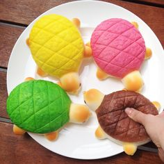 These JUMBO turtle bread bun squishies are super soft and squishy! They are so cute and huge too! They are textured and shaded to look like real bread. Extremely slow rising too! They even smell like real bread! YUM! SIZE: Approx 14 cm VISIT OUR YOUTUBE CHANNEL FOR SQUISHY VIDEOS AND TO SEE ...