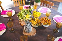 florzinhas centro de mesa - Casamento colorido na praia de Búzios