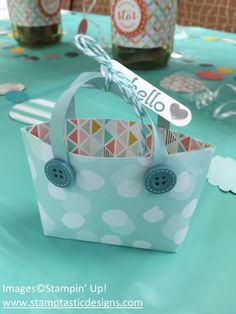 2015  Mini Tote Bag Tutorial To make this adorable project, cut a 6 x 6 inch piece of designer paper.   https://www.pinterest.com/pin/207165651585954600/
