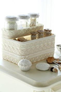 はみ出 Sewing Case, Sewing Box, Clay Crafts, Diy And Crafts, Kawaii Diy, Creative Box, Shabby Chic Decor, Pin Cushions, Fabric Flowers