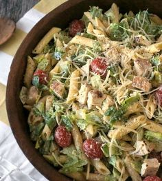 This chicken Caesar pasta salad recipe is easy to make and will be a hit at the neighborhood potluck! - Everyday Dishes & DIY Because it makes so much; It was great and i can have fresh salad another time! Pasta Recipes, Chicken Recipes, Dinner Recipes, Cooking Recipes, Healthy Recipes, Easy Potluck Recipes, Chicken Caesar Pasta Salad, Caesar Salad, Everyday Dishes