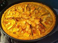Un classique qui a toujours beaucoup de succès… une tarte pommes amandes «rustique» avec de gros morceaux de pommes, une bonne pâte maison sablée aux amandes, et un petit fond de crème d'amandes ! Je vous conseille d'utiliser des pommes Golden, variété croquante, douce et sucrée, parfaite pour une tarte !