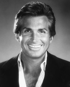 George Hamilton (born August is an American film and television actor. Old Hollywood Glamour, Golden Age Of Hollywood, Hollywood Stars, Pretty Men, Beautiful Men, Beautiful People, George Hamilton, Safari, Black Actors