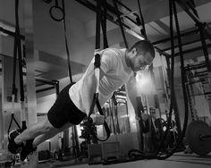 Gerne würde ich davon ausgehen, dass Trainer immer darum bemüht sind, Programme zusammenzustellen, die auf der einen Seite die Verletzungshäufigkeit reduzieren und auf der anderen Seite die Leistungsfähigkeit der Athleten verbessern. Doch wenn ich mir die Trainingsprogramme unserer Elitesportler so anschaue, bin ich nicht selten verwirrt und enttäuscht.
