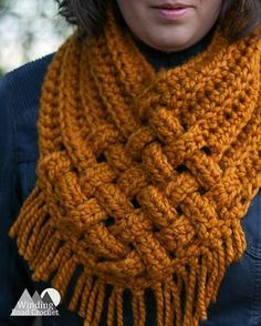 Crochet Ideas Unique It only takes a few basic stitches, a little basket like weaving and some fringe to create this unique Crochet Woven Cowl. I promise this pattern is as easy as it is beautiful. With only one skein … - Woven Cowl Free Crochet Pattern Crochet Scarf Easy, Crochet Simple, Crochet Scarves, Crochet Shawl, Crochet Clothes, Toddler Scarf Crochet Pattern, Crochet Scarf Tutorial, Knitting Scarves, Crochet Toddler