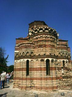 Vorig jaar een bezoekje aan Bulgarije gebracht en ademloos gekeken naar een stukje Unesco beschermgoed, Nessebar ligt in Bulgarije en is een eeuwenoud dorp dat gebouwd is op een schiereiland in de Zwarte Zee. Door: Wendy Heymans