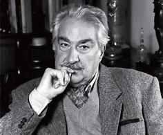 Uno de los grandes escritores latinoamericanos, Álvaro Mutis (Bogotá, 1923), Premio Cervantes en 2001 y Príncipe de Asturias de las Letras en 1997, falleció en la tarde del pasado domingo a los 90 años en Ciudad de México, capital del país donde residía desde 1956.