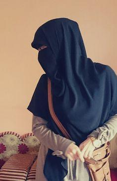 Image about cute in hijabi by shorouk on We Heart It Hijab Niqab, Muslim Hijab, Hijab Chic, Arab Girls Hijab, Muslim Girls, Muslim Women, Hijabi Girl, Girl Hijab, Niqab Fashion