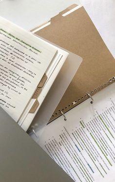 School Organization Notes, Study Organization, School Notes, College Notes, College Bags, School School, Studyblr Notes, School Study Tips, Pretty Notes
