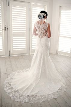 Maggie Sottero Melanie 4MS061 Size 10 PreOwned Wedding Dress | Still White Australia