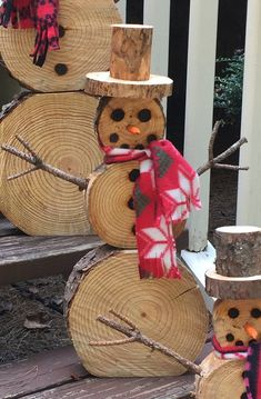 This offer is for a medium snowman! Our wood disc snowmen make the perfect addition to any Christmas or winter decor! Put them on your coat or next to your fireplace, place them on a table as a festive centerpiece, next to your Christmas tree or Christmas Wood Crafts, Christmas Snowman, Rustic Christmas, Christmas Projects, Simple Christmas, Holiday Crafts, Christmas Crafts, Christmas Ornaments, Diy Outdoor Christmas Decorations