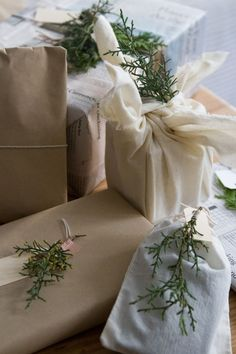 gift wrapping alternatives is part of Sustainable gift wrap - Simple gift wrapping - Gift wrappi Wrapping Ideas, Creative Gift Wrapping, Present Wrapping, Reading My Tea Leaves, Sustainable Gifts, Sustainable Living, Creative Birthday Gifts, Recycled Gifts, Fabric Gifts