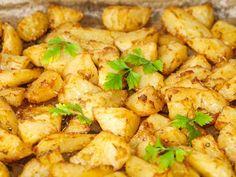 A tökéletes steak krumpli titka egyszerűbb, mint gondolnád. A receptből kiderül, hogyan legyen mindenhol finom ízű, szaftos, kívül ropogós, belül puha, igazibajnok köretaz asztalodon. Hozzávalók 3-4 személyre 1,5 kg krumpli 100 ml olívaolaj 1,5 kávéskanál…