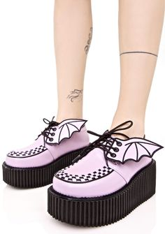 Demonia Fly By Night Platform Creeper spread yer wingz and fly into da night, bb. These lavender platform creepers feature a thikk black sole, lace-up closure, and some cute lil bat wingz along the laces.