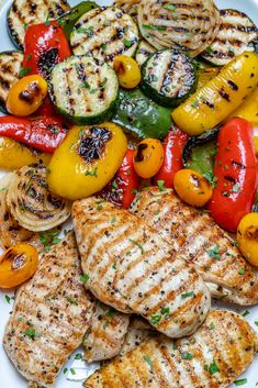 Grilled Garlic Chicken + Summer Veggies for a Beautiful Meal! Grilled Garlic Chicken + Summer Veggies for a Beautiful Meal! Tostadas, Chicken Flavors, Chicken Recipes, Comida Kosher, Clean Eating Snacks, Healthy Eating, Healthy Food, Clean Foods, Healthy Meals