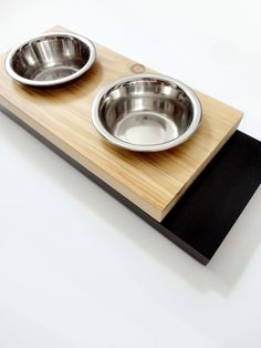 Minimal wood feeder, for cats or small dogs. Natural pine & Black