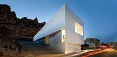 Casa en la Ladera de un Castillo by Fran Silvestre Architects | Daily Icon