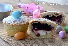 Crostatine con mascarpone e confettura di ciliegie , piccole e golose, ideali come dolcetto per la colazione e per Pasqua, semplici ma tanto buone