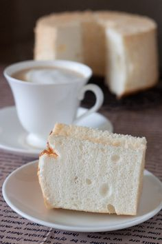 'White' Chiffon Cake - Tip! Don't skip the use of a tube pan/tulband/gugelhupf otherwise the cake will nót rise high, and that would be such a waste of time,effort,money(ingredients),your happiness.