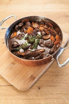 Ragout vom Junghirsch Wine Recipes, Beef, Food, Easy Meals, Chef Recipes, Guys, Kochen, Meat, Meals