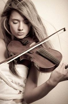 ♫♪ MUSIC ♪♫ Elegant Violin Player Girl