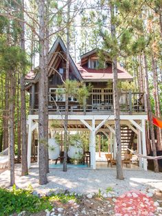 The treehouse + cabin retreat is a perfect setting for getaways, photo shoots, bachelorette parties, retreats & small events. It's a 5 billion star glamping getaway. Get a dose of outdoorsy and wanderlust your days away. Get more info & shop our fave home Cottage Design, Tiny House Design, Cabin Design, Treehouse Cabins, Treehouses, Treehouse Ideas, Cool Tree Houses, Tree House Designs, Tiny House Living