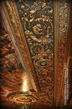 Роспись лепного потолка.  Художественная мастерская Битл. Санкт-Петербург.