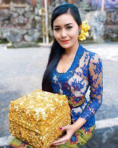 Image may contain: 1 person Kebaya Lace, Kebaya Dress, Myanmar Traditional Dress, Traditional Dresses, Asian Woman, Asian Girl, Indian Salwar Suit, Myanmar Women, Indonesian Girls