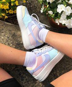 Nike Fashion, Sneakers Fashion, Fashion Shoes, Sneakers Nike, Fashion 2020, Street Fashion, Jordan Sneakers, Fashion Outfits, Womens Fashion