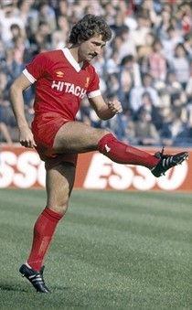 Midfielder Graeme Sounesss in action for Liverpool circa 1980 Football Icon, Retro Football, Football Uniforms, Vintage Football, Sport Football, Football Shirts, Football Players, Fc Liverpool, Liverpool Football Club