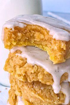 the best Glazed Pumpkin Sugar Cookies Glazed pumpkin sugar cookies are the best way to enjoy pumpkin spice and Fall flavors! Pumpkin Sugar Cookies, Sugar Cookies Recipe, Pumpkin Dessert, Yummy Cookies, Yummy Treats, Cookie Recipes, Sweet Treats, Cake Cookies, Cupcakes