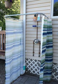 Removable large interior-exterior curtain and shower rod Outdoor Baths, Outdoor Bathrooms, Indoor Outdoor, Outdoor Living, Shower Rod, Shower Curtain Rods, Outside Showers, Outdoor Showers, Ideas Terraza