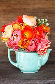 tea pot flowers arrangement