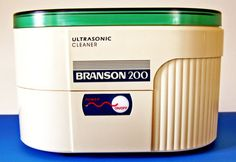 Branson Ultrasonic Jewelry Cleaner B200 - This is a close up of the control panel, which couldn't be simpler. Just one button, on / runs for 5 minutes / off.