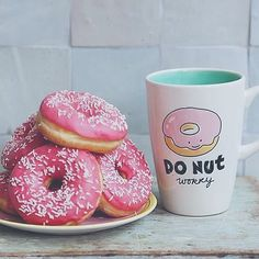 Good Morning et bon samedi  -  #goodmorning#morning#wakeup#saturday#photo#lifestyle#woman#donuts#coffee#beauty#beautiful#model#mode#paris#france#french#pink#bonjour - by morganexch