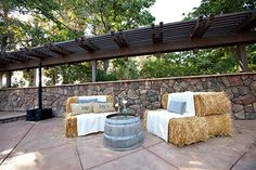 lounge area made of hay bales and a turned over half barrel. Perfect kheckama lounge area made of hay bales and a turned over half barrel. Perfect lounge area made of hay bales and a turned over half barrel. Hay Bale Seating, Outdoor Seating, Outdoor Decor, Hay Bales, Straw Bales, Outdoor Projects, Outdoor Ideas, Chic Wedding, Rustic Wedding