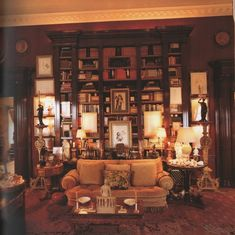 Mark Hampton-Library-Fifth Ave-Susuan and Carter Burden-Roberto Schezen Photography Classic Library, Cottage Interiors, Country Interiors, Reading Room, Reading Lamps, American Houses, Guest Room Office, Home Libraries, Dream Rooms
